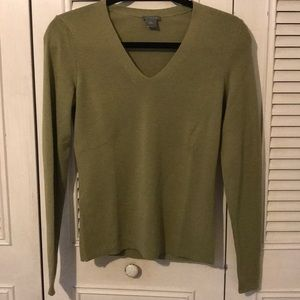Sweaters - Ann Taylor green vneck sweater. Size small